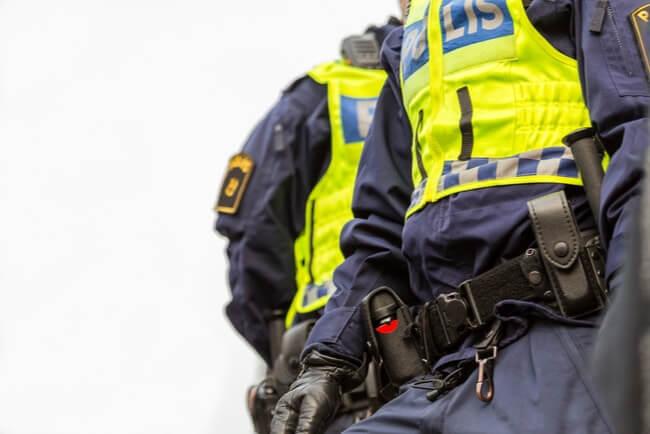 polis med utrustning