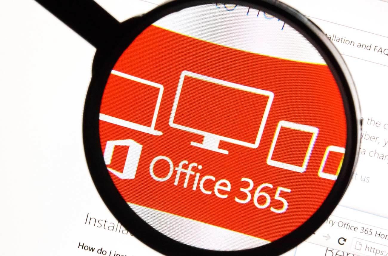 förstoringsglas riktat mot Office 365 logga